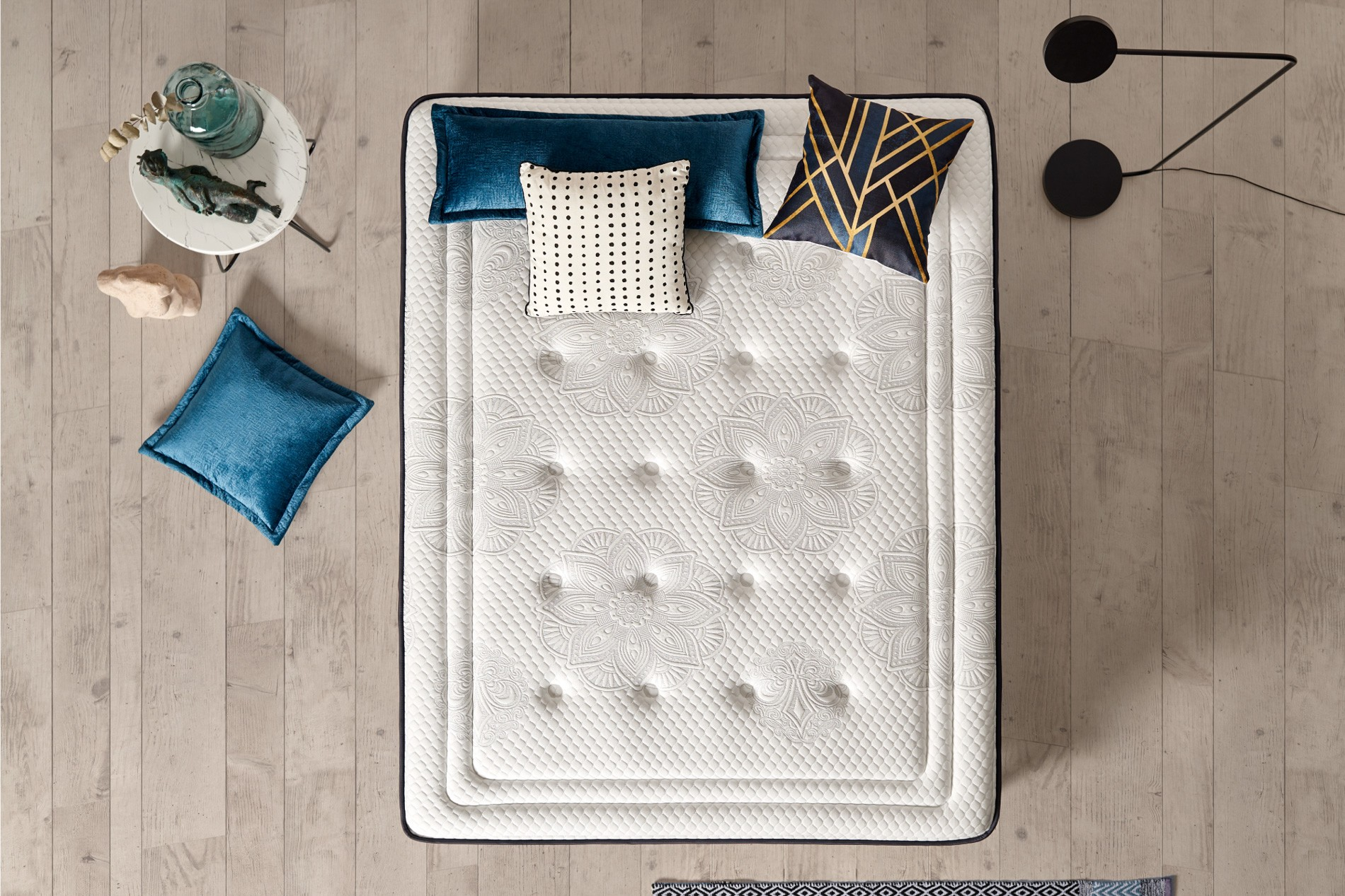 El montaje y acabado de cada Exclusive se realiza siempre de acuerdo con las normas de fabricación de ropa de cama de alta gama.