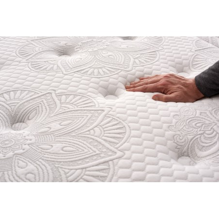 Thanks to its layer of Bio Memory memory foam, it facilitates movement during sleep, reduces tension and improves sleeping independence.