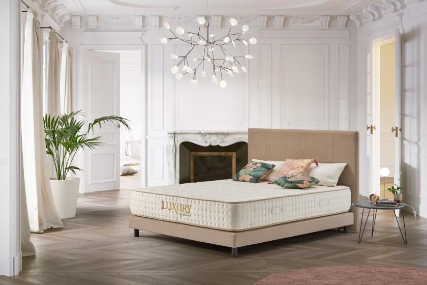 Orientado a la alta gama, el Luxury memoria de forma se beneficia de un acabado ejemplar y de los mejores materiales utilizados por la marca.
