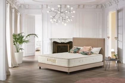 Orienté haut de gamme, le matelas Luxury à mémoire de forme bénéficie d'une finition exemplaire et des meilleures matières utilisées par la marque.