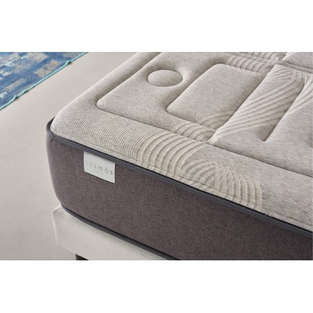 Its high-end features make this large mattress one of the best viscoelastic models on the market.