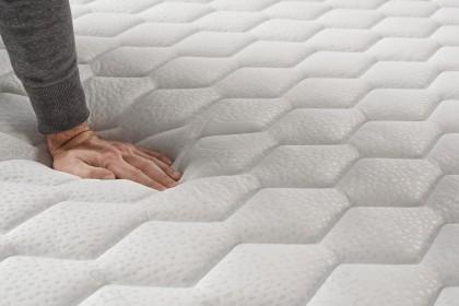 Le noyau en mousse polyuréthane AeraPur HQ à fermeté progressive assure parfaitement le maintien du corps durant le sommeil.