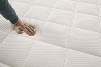 Its AeraPur HQ polyurethane core with firm support ensures a comfortable, cool and healthy rest.