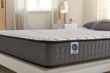 Equipado con el sistema Blue-Latex®, está disponible en cuatro comodidades, equilibrado a muy firme.