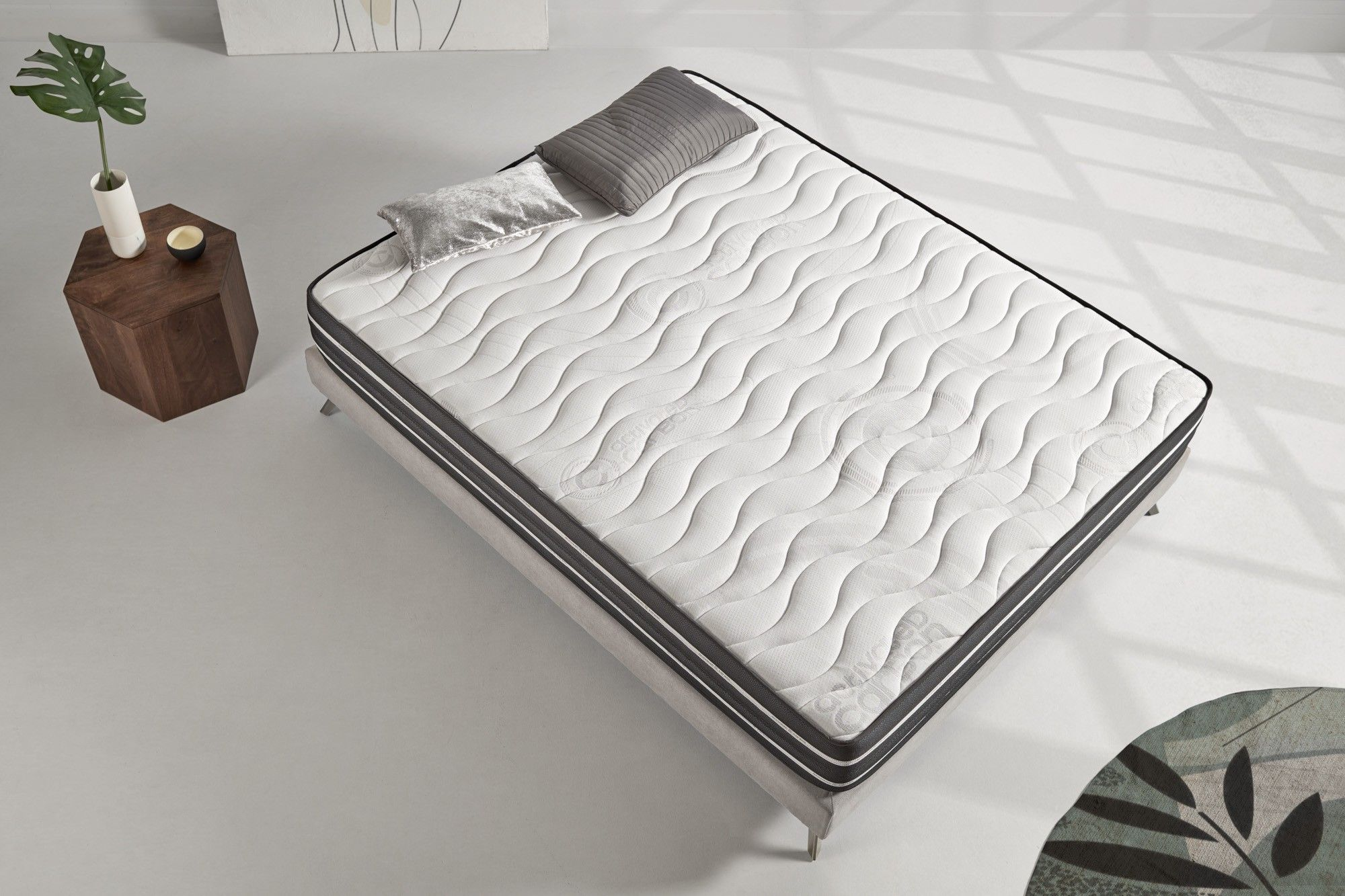This mattress helps fight against insomnia and stress, effectively reducing micro-awakenings.