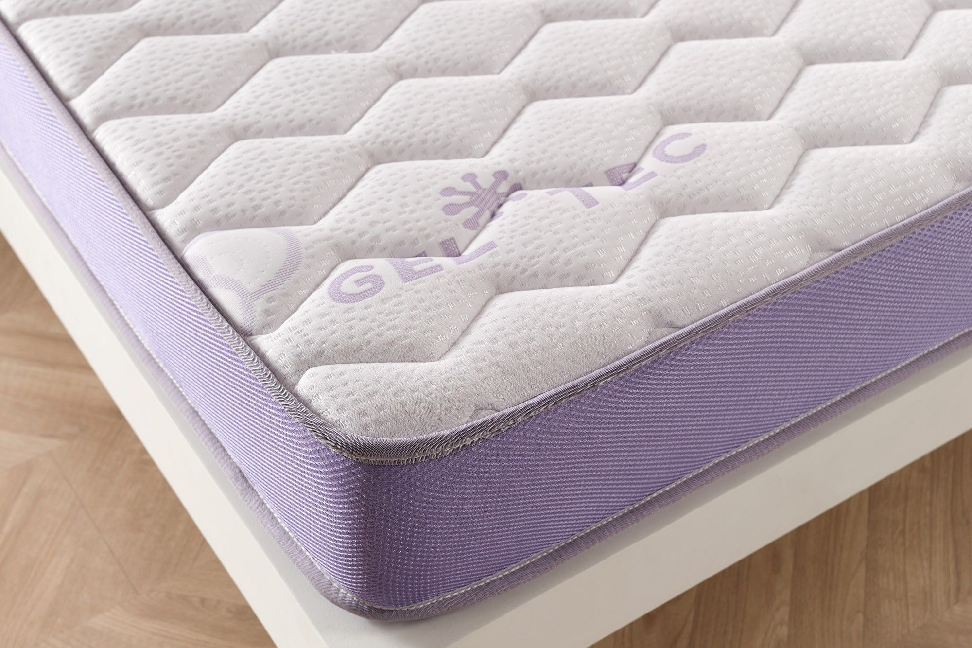 Armed with the thick Soft Sensation double stretch Deluxe extra soft fabric, the mattress achieves a superior quality of finish and resistance.
