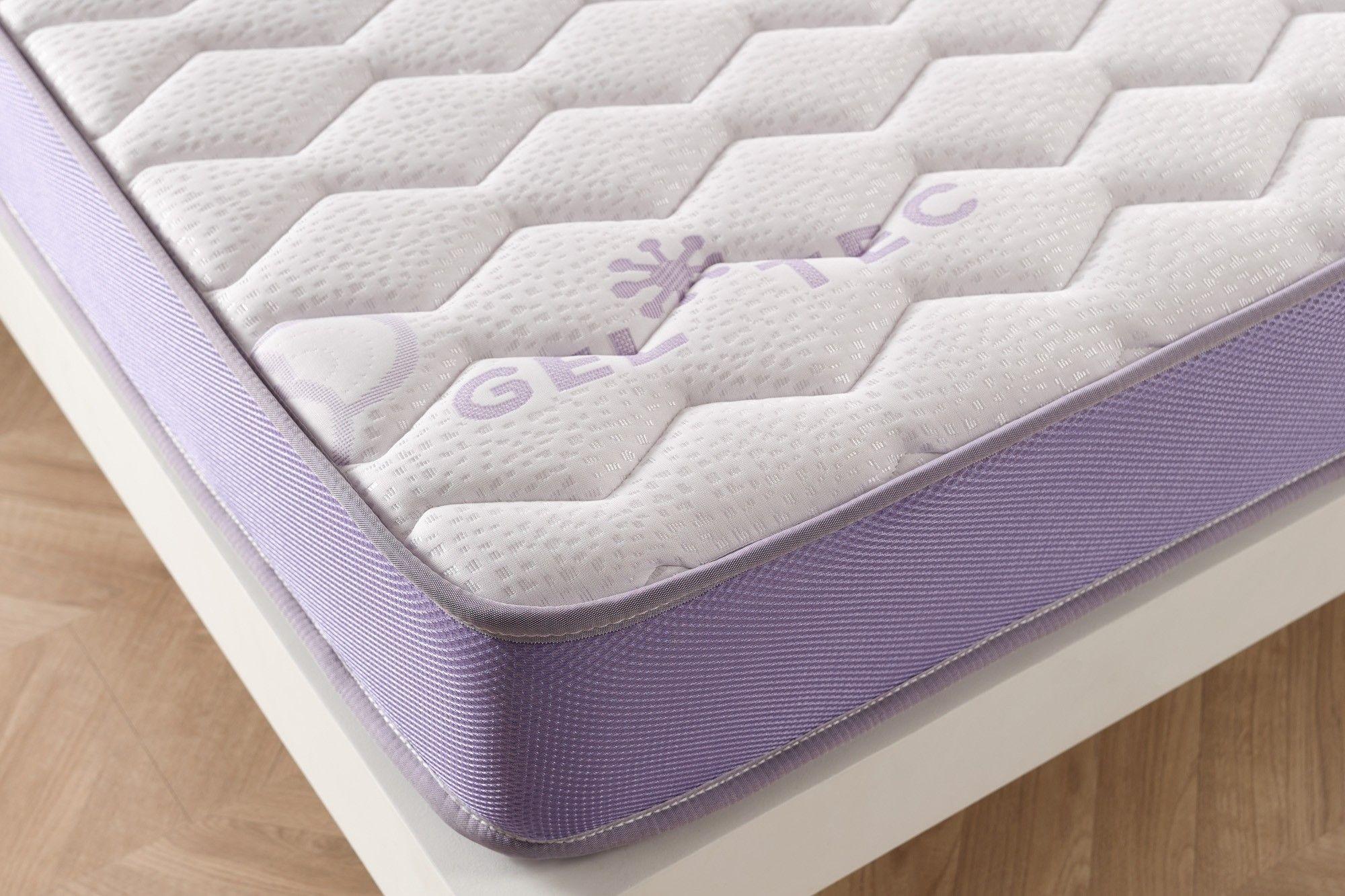 Armé du tissu épais SoftSensation double stretch Deluxe extra doux le matelas obtient une qualité de finition et de résistance supérieure.