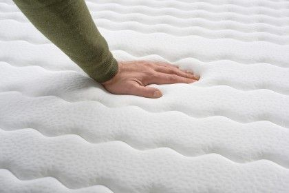 Extra soft Deluxe double stretch Softsensation thick fabric with athermal properties that allows a feeling of freshness during the hottest nights.