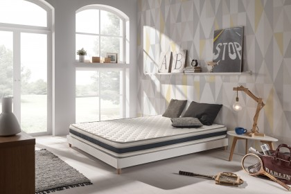The Confort mattress adapts point by point to your anatomy for an unprecedented support precision and affinity thanks to its seven comfort zones.