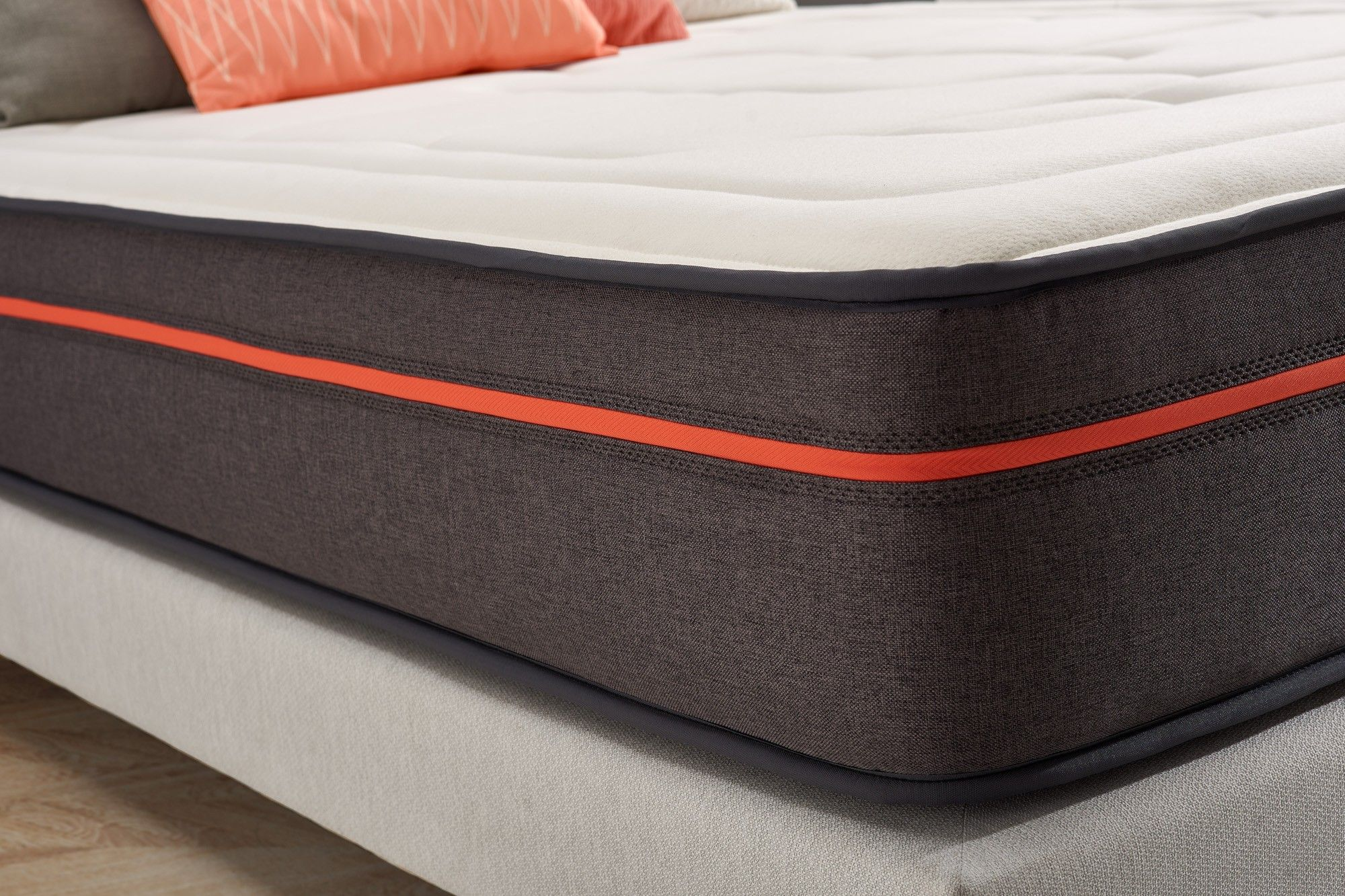 Memofeel open structure foam ensures a soft and progressive welcome combined with Blue Latex technology.