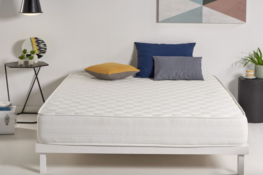 Le matelas Optisoft vous accompagne dans chaque mouvement, chaque seconde que vous passez dans le lit, en s'adaptant à votre repos, sans sensation de pression.