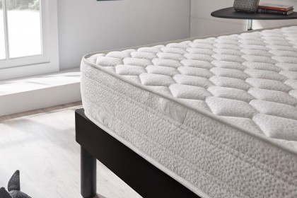 Flexible, the Optisoft mattress allows you to sleep in peace on your side as well as on your back while keeping your spine perfectly horizontal.