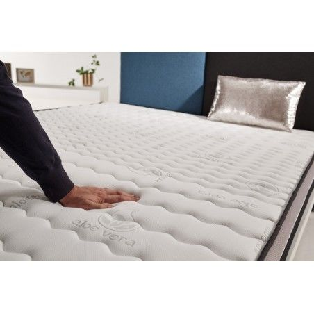 Visco V90 memory foam with an open cell structure makes this material an athermal product that stabilizes the temperature.