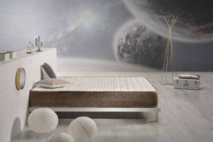 The Argentum mattress by Cosmos® Bedding provides a perfect balance between well-being and support: it is thermo-regulating, ergonomic and will easily adapt to your body.