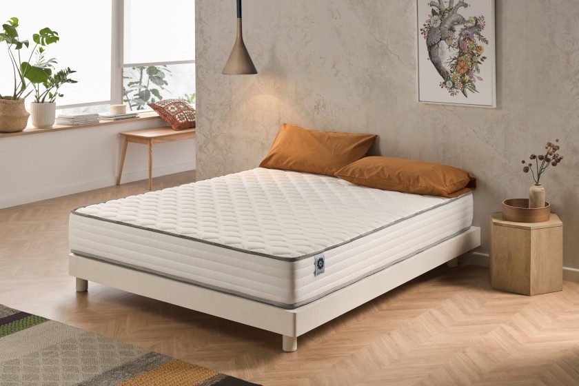 With its 15 cm thickness, the Activisco mattress will bring you an innovative balance between flexibility and support.