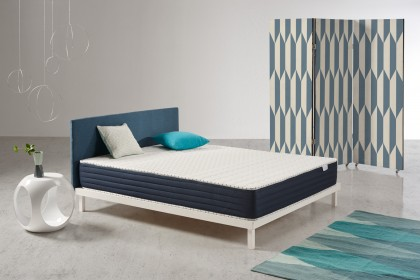 The Orbit mattress by Cosmos® Bedding is unique thanks to its Blue Latex® manufacturing process, which combines Visco V90 memory foam, latex and in the heart of the mattress, AeraPur HQ polyurethane foam.