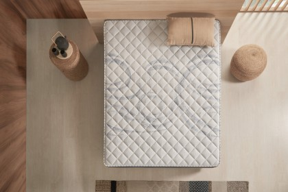 Combining two components, AeraPur HQ polyurethane foam in the core of the mattress and latex in the ticking, this technology adapts to your body to improve the quality of your sleep.