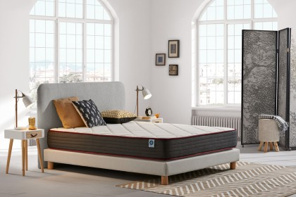 The Dualvisco memory foam mattress is designed to minimize pressure points and joint pain.