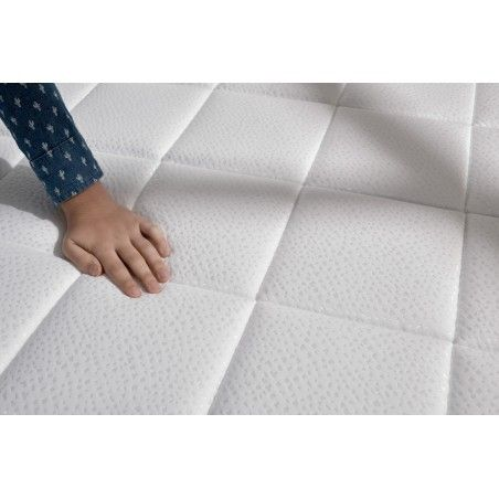With a layer of Viscotex memory foam on the winter side of the mattress which improves blood circulation and promotes muscle relaxation.