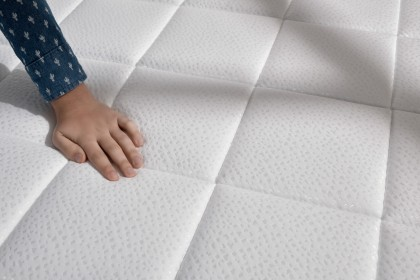 The ticking of this model is certified free of toxic substances by OEKO-TEX ®.