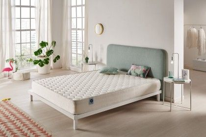 With 17/18 cm thickness and thanks to its structure with seven support zones, the Ergo mattress will offer you a comfortable welcome combined with firm in-depth support for all parts of the body.