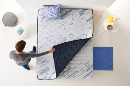 Thanks to the FibraFeel V300 fibre, the mattress topper regulates perspiration thanks to the sensation of freshness and its high moisture absorption.
