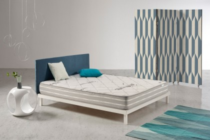 A layer of thermo-regulating Visco V90 memory foam to ensure you wake up refreshed. The memory foam adapts to your body in the blink of an eye for a weightless sleep.