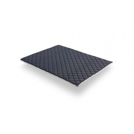 The summer side with Visco Fresh memory foam is thermoregulating, ensuring you wake up feeling refreshed. The material of which it is composed is more breathable than traditional foams.