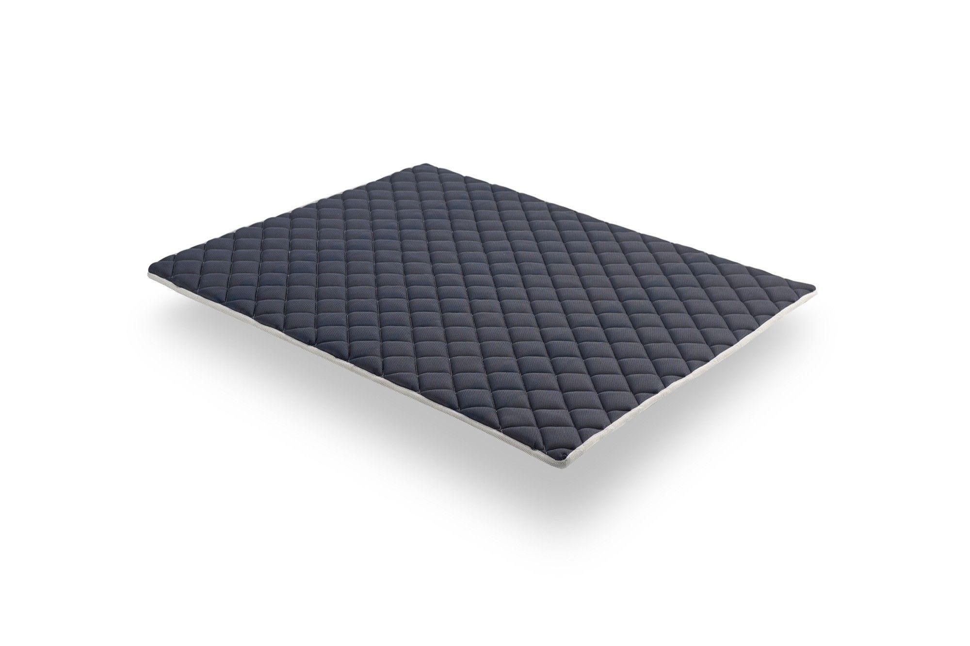 El lado de verano, con espuma viscoelástica, es termorregulador y garantiza que se despierte con una sensación de frescura. El material es más transpirable que las espumas convencionales.